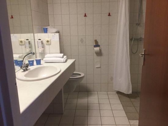 Ooij, The Netherlands: Ruime familie kamer, rolstoel kan erbij, geen hulpmiddelen