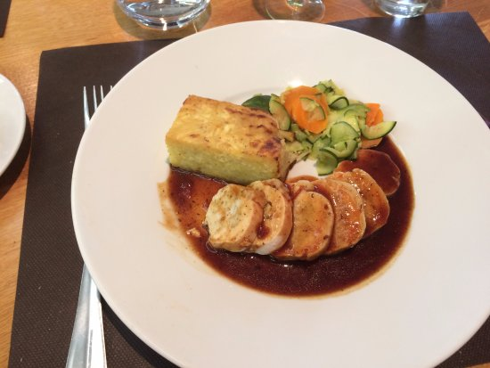 Andouille, França: Chicken with dauphinoise potatoes