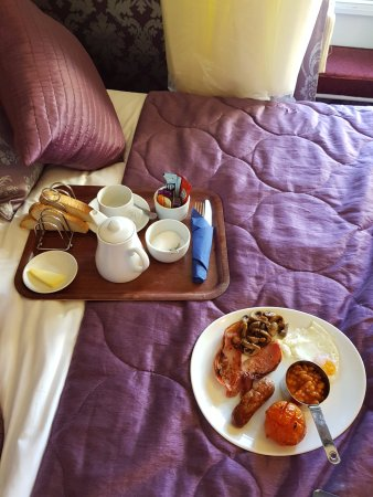 Wykeham, UK: Breakfast in bed while I got ready in the morning