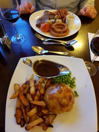 Wykeham, UK: Steak and beef pie on the Sunday evening. Delicious!