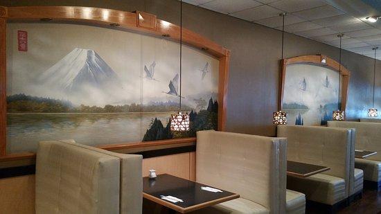 Kaneyama Japanese Restaurant: West side of restaurant mountain side booths