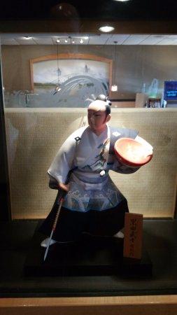 Kaneyama Japanese Restaurant: Nice art display under glass