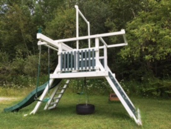 Mendon, VT: kid's play area