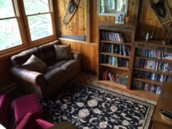 Mendon, VT: Common room/library