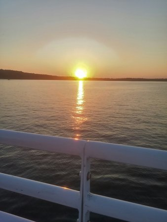 Dells Boat Tours: Sunset Cruise