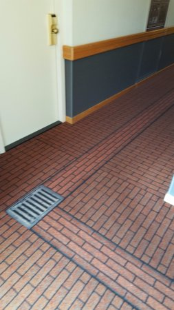 Inntel Hotels Amsterdam Centre: The carpets imitating the street outside
