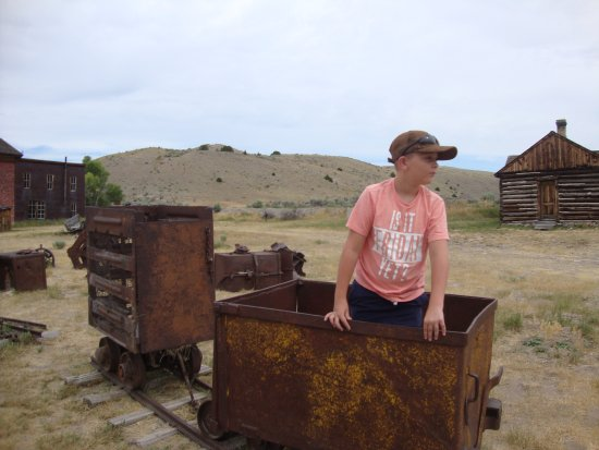 Bannack State Park: Old mining cars