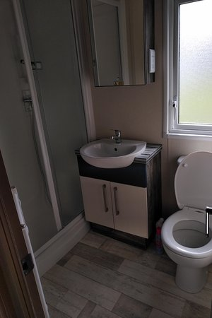 Marton Mere Holiday Park - Haven: I gave the bathroom a very thorough clean.