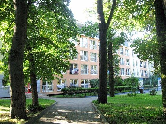 Sanatorium Uzdrowiskowe Baltyk: Bałtyk II od strony parku