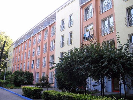 Sanatorium Uzdrowiskowe Baltyk: Bałtyk II od strony parku, na 4 piętrze apartamenty z balkonem, pozostałe pokoje - balkon francu