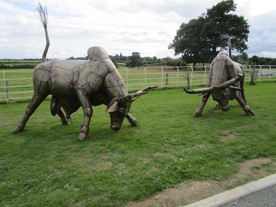 Όσγουεστρι, UK: Example sculpture