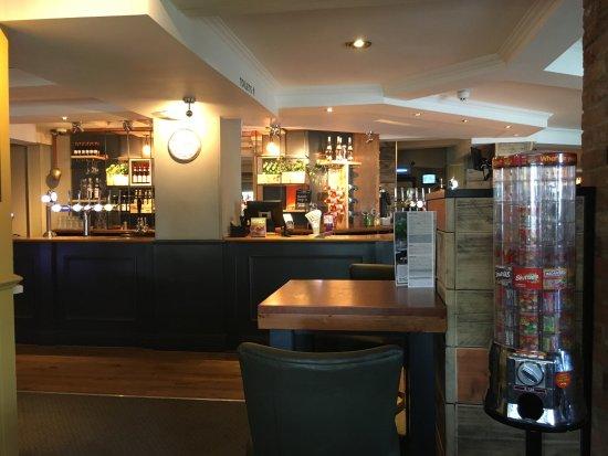 Premier Inn London Romford Central Hotel: photo1.jpg