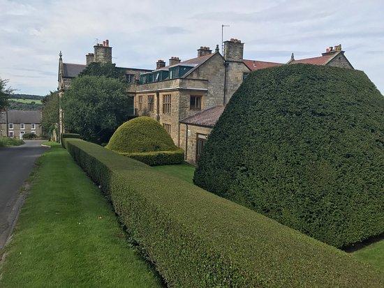Dunsley Hall: Wonderful