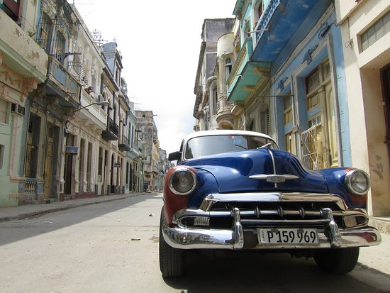 Old Havana: A TYPiCAL LiViNG STEET in HABANA