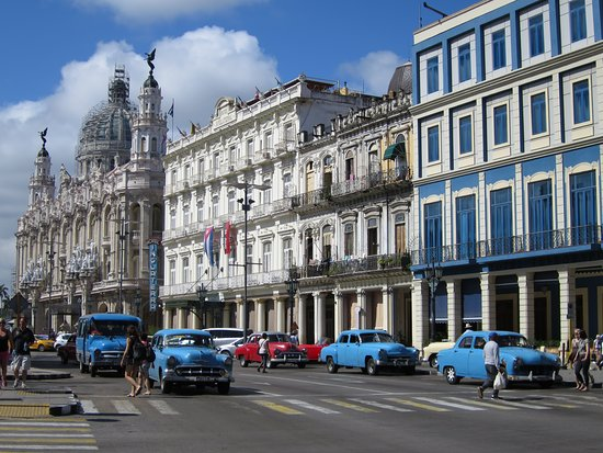 Old Havana: CAPiTOLiO in the BACKGROUND