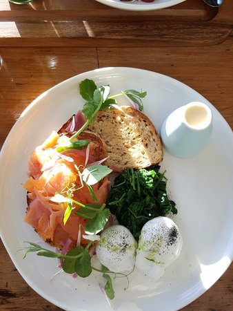 St Leonards, ออสเตรเลีย: Eggs Ben with Smoked Salmon