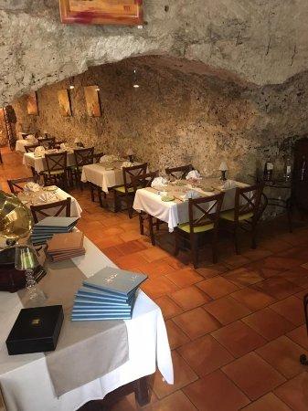 Barbaste, France : Inside the restaurant and cave