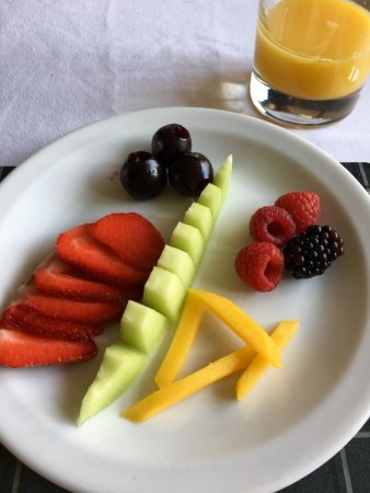 Winterborne Zelston, UK: Fresh fruit breakfast platter