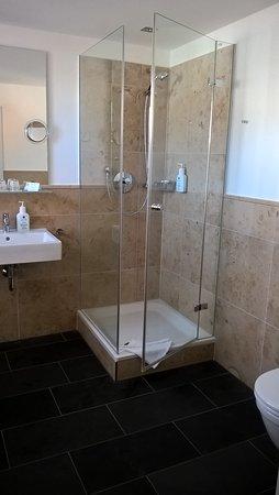 Akzent Hotel Brauerei Hirsch: bathroom