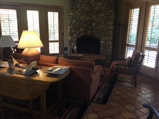 Alisal Guest Ranch & Resort: Grand Suite living room