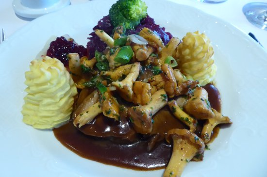 Schneverdingen, Alemania: Heidschnuckenbraten (roast Heidschnucke lamb)