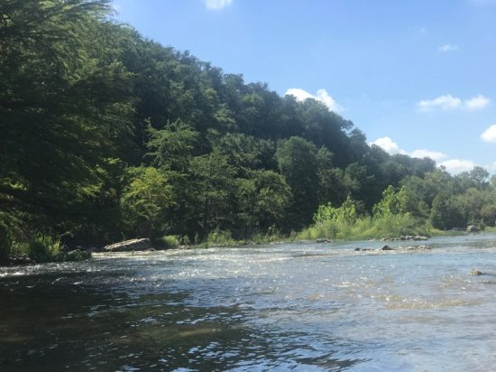 Canyon Lake, Τέξας: Down on the River at the Park