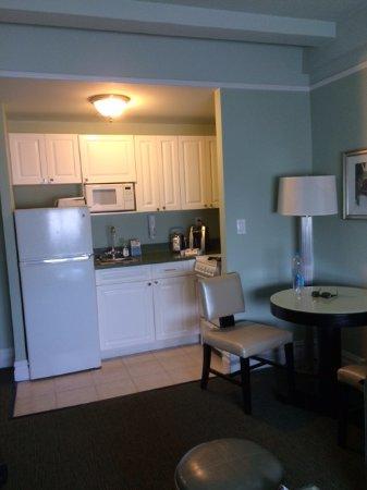 Hotel Beacon: Kitchen/Dining area
