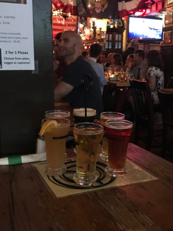 McGillin's Olde Ale House: Excellent wings and French Onion soup
