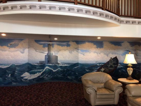 Lighthouse Inn: beautiful mural!