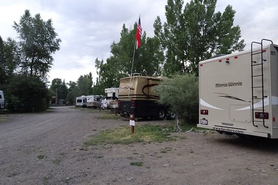 Pagosa Riverside Campground: One driveway through the campground.