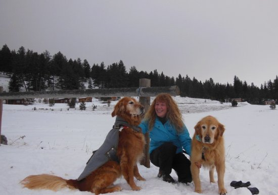 Oroville, WA: Guest Sarah with pooches Milo & Maude in Winter at Eden Valley.