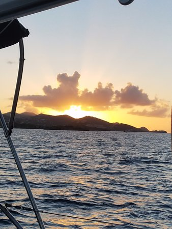 Red Hook, St. Thomas: Another amazing sunset from the Rumbaba Day sail charter in St. Thomas VI