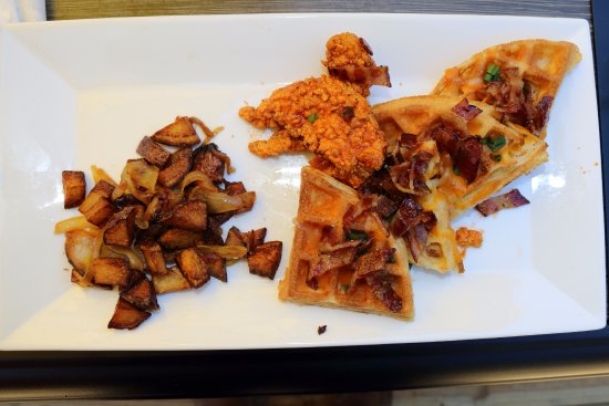New Harbor, ME: Amazing Chicken and Waffles, Best we have ever had