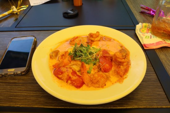 New Harbor, ME: Fiance got the Shrimp and Grits, Very diverse and Delicious meal.