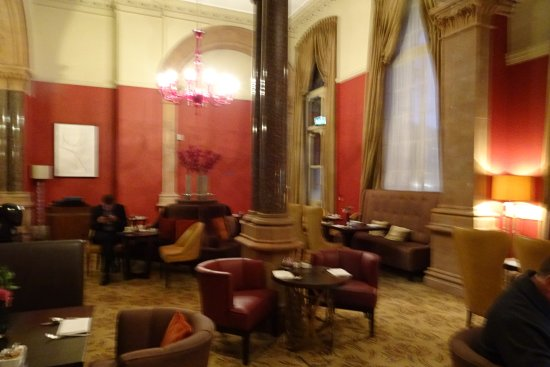 St. Pancras Renaissance Hotel London: Chambers dining/relaxing room - reserved for chambers guests