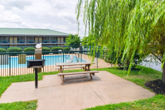 Americas Best Value Inn Nashville North / Goodlettsville: BBQ-Picnic Area