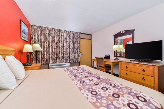 Goodlettsville, TN: One King Bed
