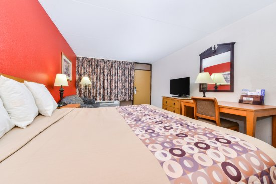 Goodlettsville, TN: One King Bed Deluxe