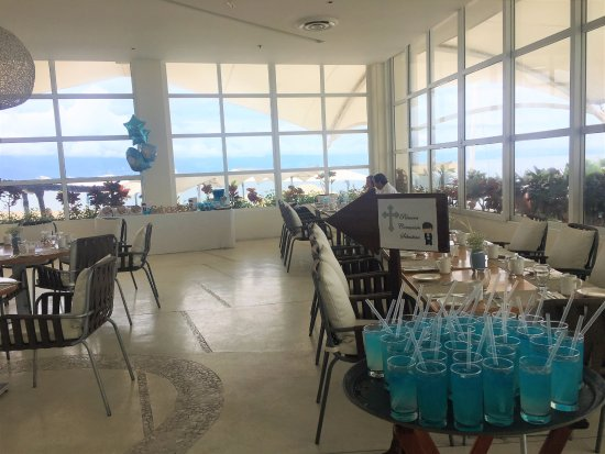 Hilton Puerto Vallarta Resort: Restaurante cerca de la alberca y mar