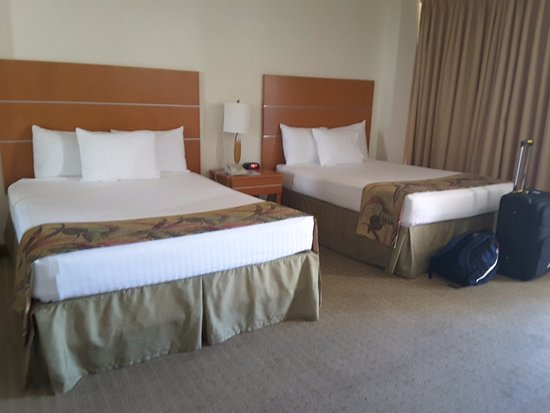 Pearl Hotel Waikiki: Twin room with 2 double beds