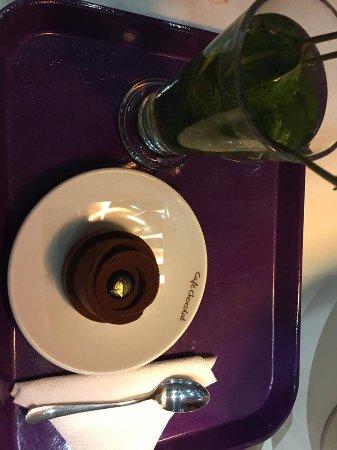 Haarlemmermeer, Holandia: mátový čaj a čokoládový zákusek