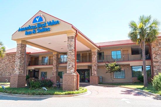 Americas Best Value Inn & Suites - Griffin: Exterior