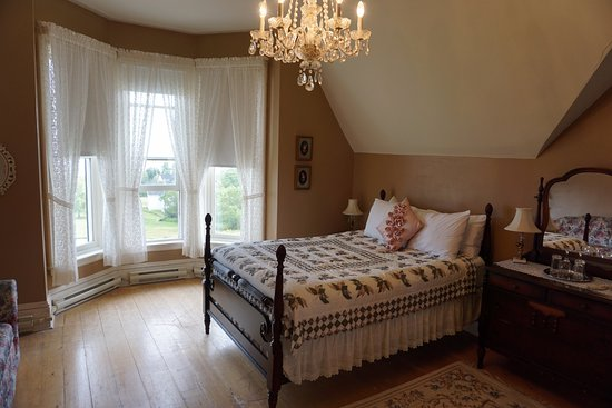 St. Martins Country Inn: Bay View Premiere room with view of the ocean