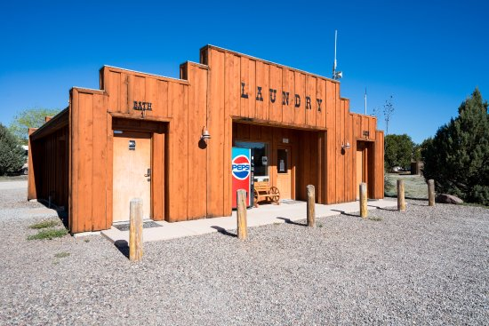 Silver City, Nuevo Mexico:  The Bath House at the park's center offers four large bathrooms with showers. The laundry room