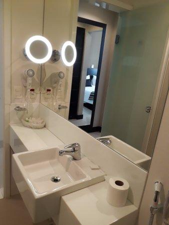 Rios Presidente Hotel: Banheiro do quarto de nível superior.