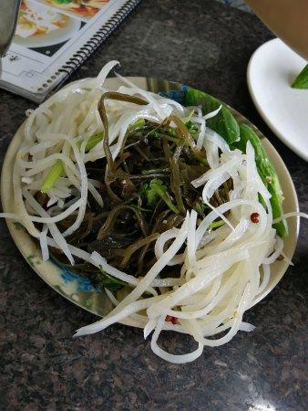 มอนเทอร์เรย์พาร์ก, แคลิฟอร์เนีย: Salade froide ave algues et pommes de terre