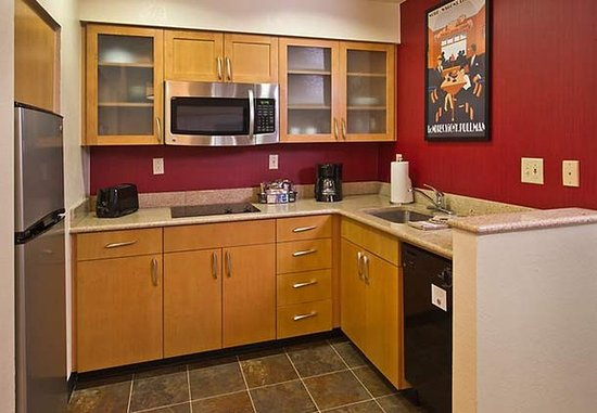 Horsham, PA: Fully-Equipped Kitchen