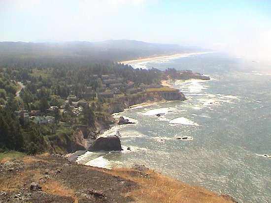 Depoe Bay, OR: Looking South from the viewpoint next to the gift shop parking lot