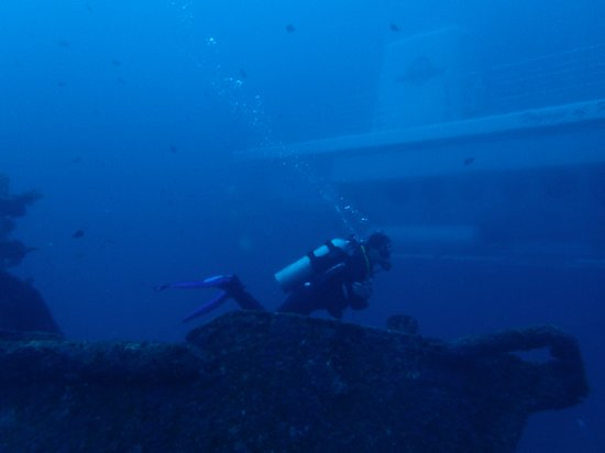 Padangbai, Indonesien: The Odysee submarine while diving