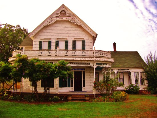 Gresham, OR: close view of front of the farm house